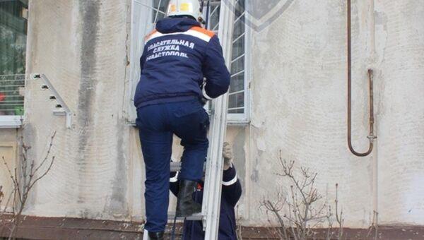 Спасатели оказали помощь жительницы Севастополя, которая не могла выйти из своей квартиры