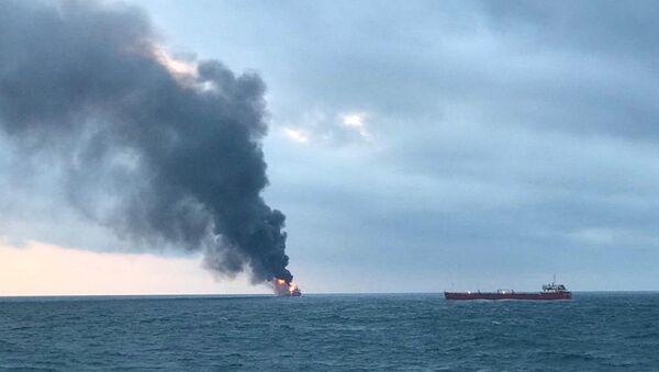 Пожар на судах в Керченском проливе