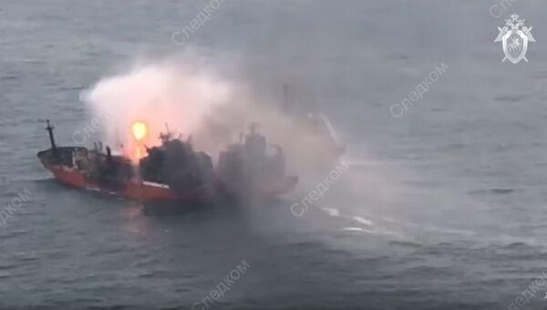 Тушение пожара на танкерах, загоревшихся в Черном море