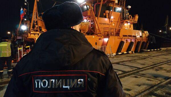 Буксир Меркурий с 12 пострадавшими и 10 погибшими моряками прибыл в торговый порт Керчи