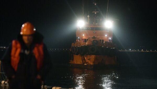 Буксир морской спасательной службы Меркурий швартуется в порту Керчь. 22 января 2019