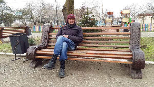 Альберт Иркабаев в центре села Молочного Сакского района