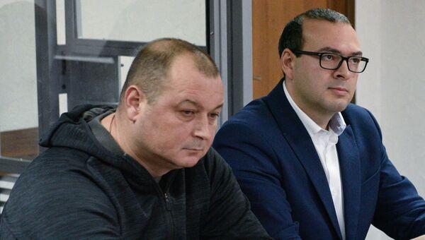Капитан российского судна Норд Владимир Горбенко (слева) во время заседания Оболонского районного суда Киева. Архивное фото