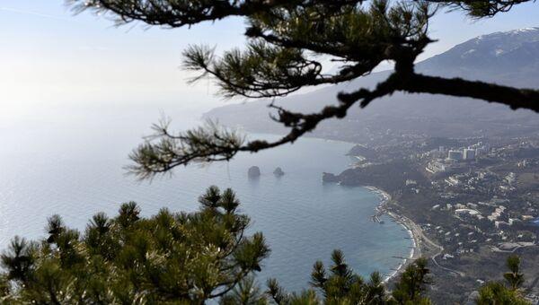 Вид на Гурзуф на побережье Черного моря в Крыму