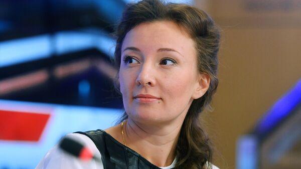 Уполномоченный при президенте Российской Федерации по правам ребенка Анна Кузнецова во время пресс-конференции в Международном мультимедийном пресс-центре МИА Россия сегодня