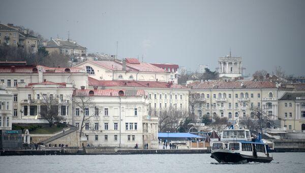 Паром в бухте Севастополя