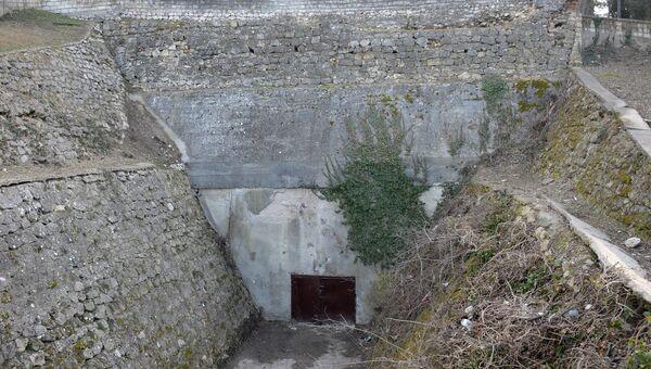 Вход в подземное убежище на Малаховом кургане в Севастополе в наши дни