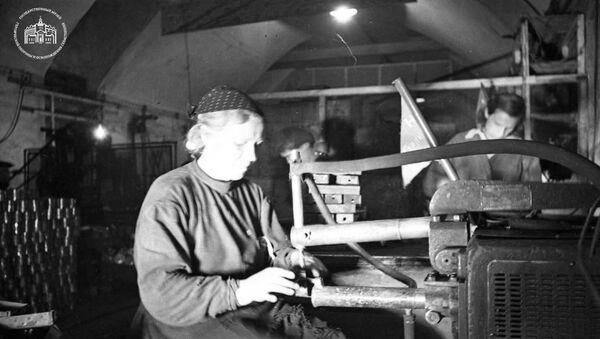Работницы подземного спецкомбината №1 в Севастополе