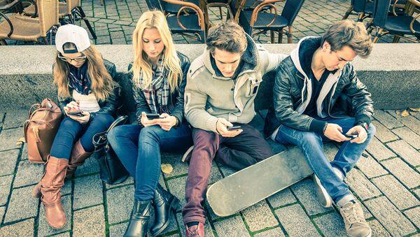 Молодые люди на прогулке
