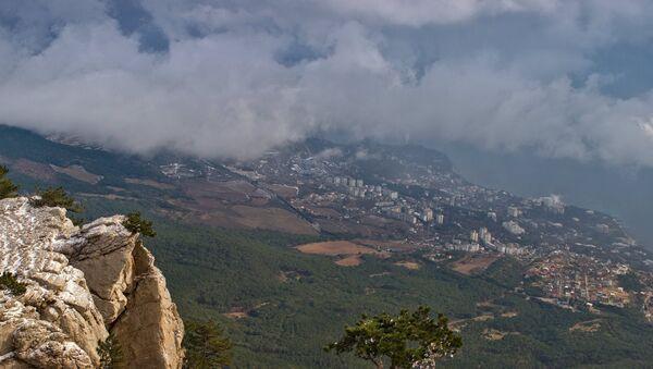 Вид на черноморское побережье вблизи поселков Мисхор и Кореиз с горы Ай-Петри