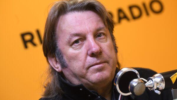 Музыкант и композитор Юрий Лоза во время интервью в студии радио Sputnik в Москве