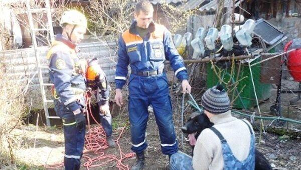 В Бахчисарае спасли упавшую в глубокий колодец собаку