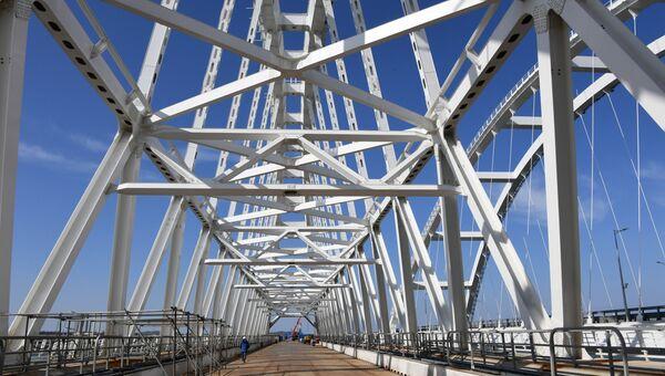 Вид на арки Крымского моста