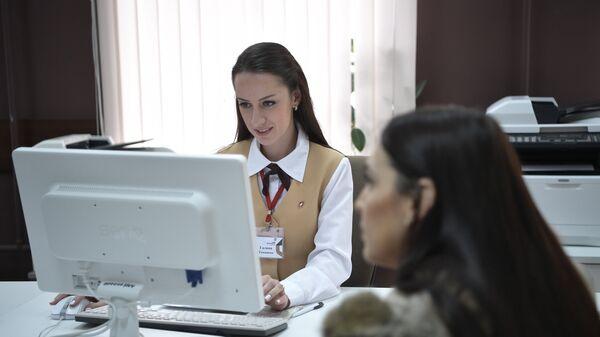 Женщина на консультации у специалиста