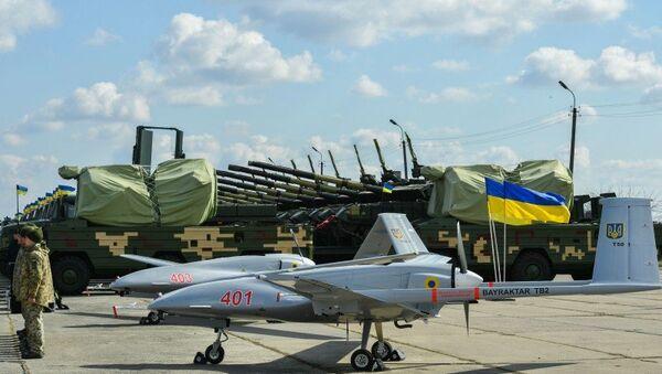 Президент Украины Петр Порошенко передал войскам более 420 единиц военной техники