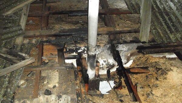 Последствия пожара на крыше жилого дома в селе Кировское