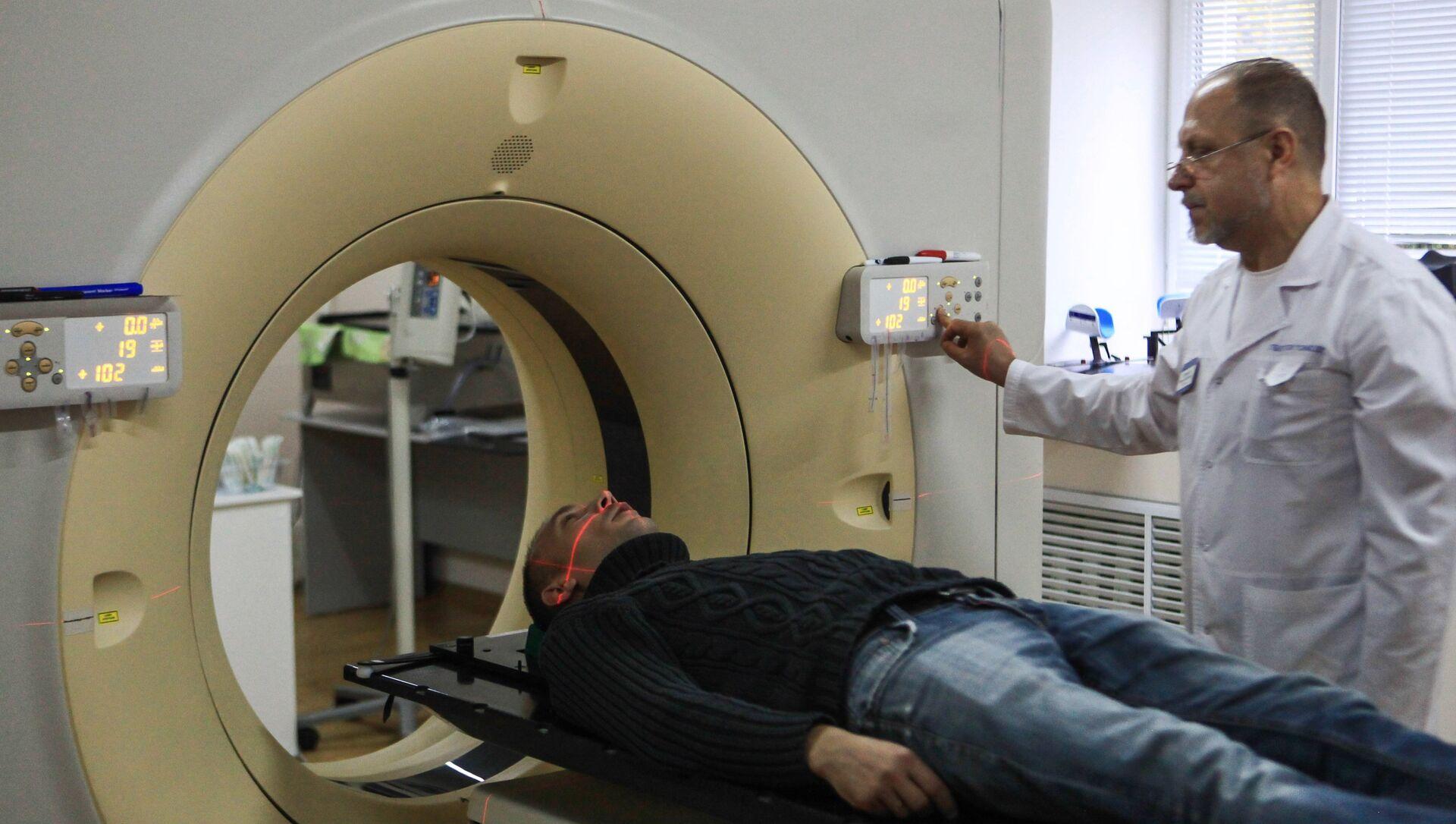 Топометрическая подготовка пациента на компьютерном томографе в онкологическом диспансере. Архивное фото - РИА Новости, 1920, 28.12.2020