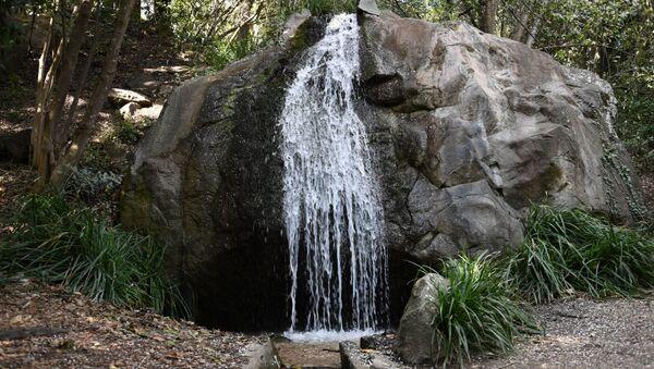 Водопад в Воронцовском парке в Алупке