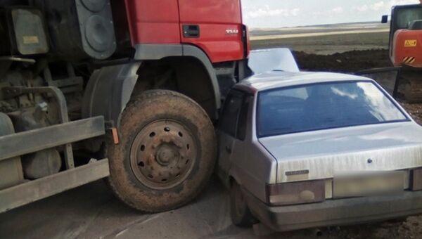В Ленинском районе произошло ДТП с участием легкового и грузового автомобилей