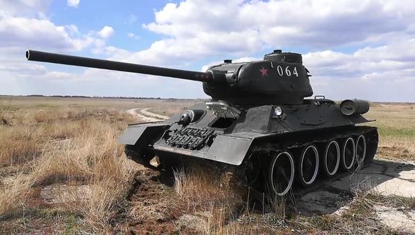 Восстановленный в Севастополе танк Т-34 проходит ездовые тесты