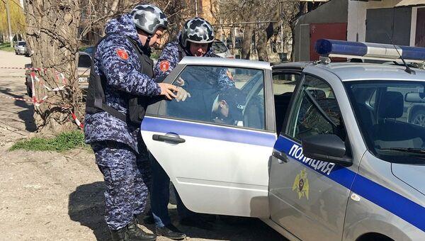В Керчи сотрудники вневедомственной охраны Росгвардии задержали мужчину, пытавшегося украсть несколько бутылок элитного алкоголя в магазине