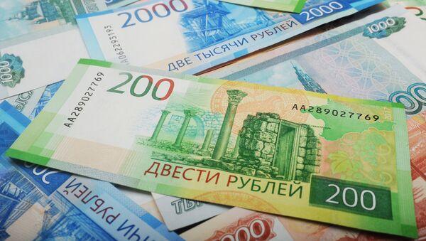 Банкноты номиналом 200, 2000 и 5000 тысяч рублей
