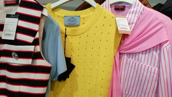 На набережной Ялты правоохранители изъяли в бутиках поддельную брендовую одежду общей стоимостью порядка 10 млн рублей