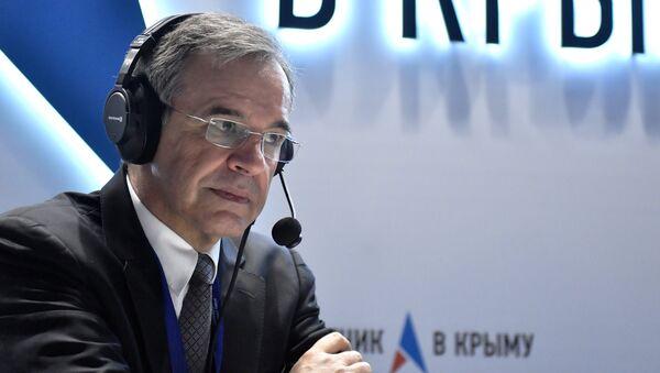 Депутат Национальной ассамблеи Тьерри Мариани (Франция) на стенде Спутник в Крыму во время ЯМЭФ