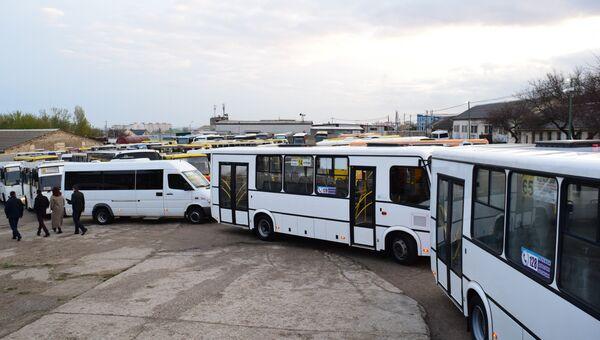 Проверка городских автобусов Симферополя перед выходом на маршрут