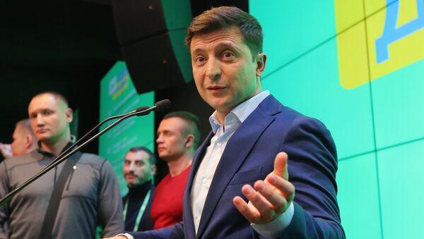 Кандидат в президенты от партии Слуга народа Владимир Зеленский в штабе во время объявления первых итогов голосования второго тура выборов президента Украины