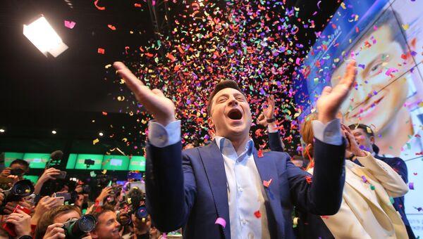 Кандидат в президенты от партии Слуга народа Владимир Зеленский в собственном штабе в конгрессно-выставочном центре Парковый во время объявления первых итогов голосования второго тура выборов президента Украины