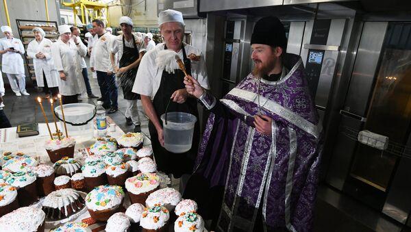 В Симферополе на предприятии Крымхлеб освятили куличи