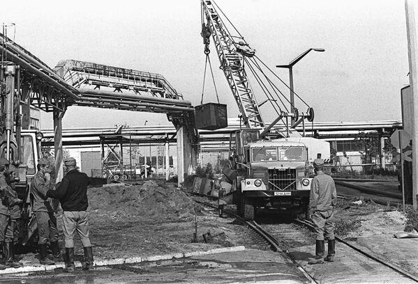 Работа на территории Чернобыльской атомной электростанции после аварии