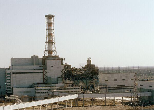 Вид на Чернобыльскую АЭС со стороны четвертого реактора, 1986 год