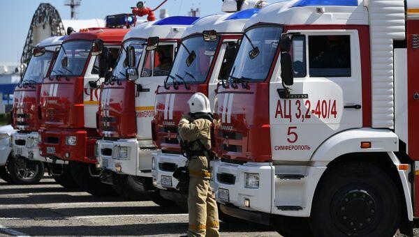 Пожарные на месте учений в аэропорту Симферополь. 25 апреля 2019
