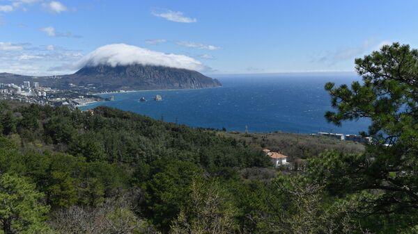 Облако на вершине горы Аю-Даг, Крым