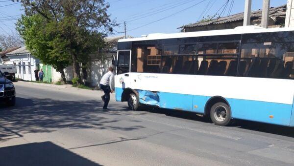 ДТП с пассажирским автобусом на перекрестке улиц Чехова и Красноармейская