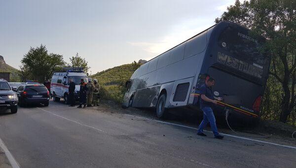 На трассе Грушевка-Судак упал в кювет автобус с пассажирами