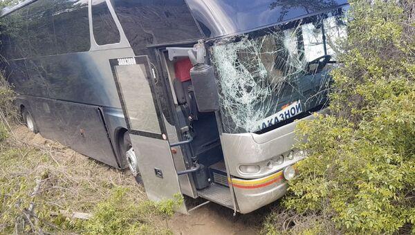Последствия аварии пассажирского автобуса в Крыму