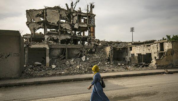 Женщина в городе Ракка, Сирия