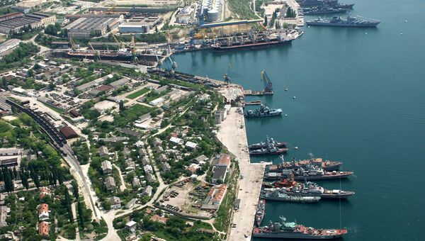 Береговые корабли Черноморского флота на стоянке у берегов города Севастополя