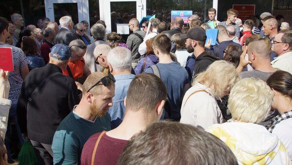 Работа миграционной службы по приему документов на паспорт РФ в Луганске