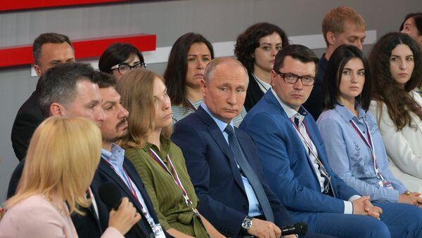 Президент РФ В. Путин посетил медиафорум ОНФ Правда и справедливость