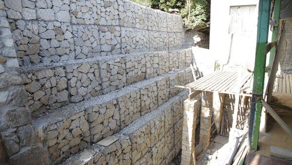 В Ялте восстановили обрушенный участок подпорной стены жилого дома