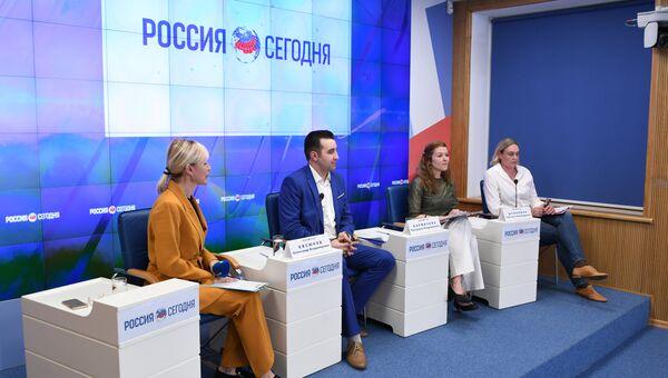 Пресс-конференция на тему: Международная литературная премия Антоновка. 40+ в Крыму: предварительные итоги первого сезона