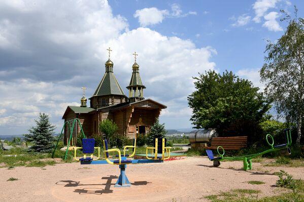 Спортивная площадка возле храма-часовни преподобного Серафима Саровского в Симферополе