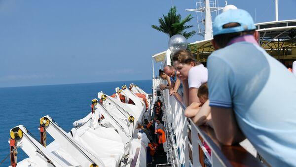 Пассажиры круизного лайнера Князь Владимир