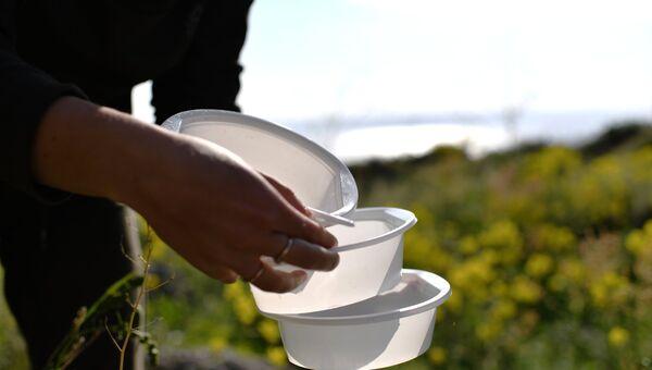 Пластиковая посуда. Архивное фото