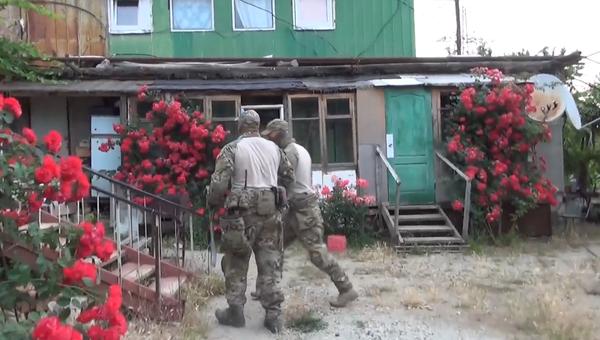 УФСБ РФ по Крыму и Севастополю совместно с сотрудниками полиции и Росгвардии задержали трех организаторов и пять членов ячейки террористической организации Хизб ут-Тахрир аль-Ислами*