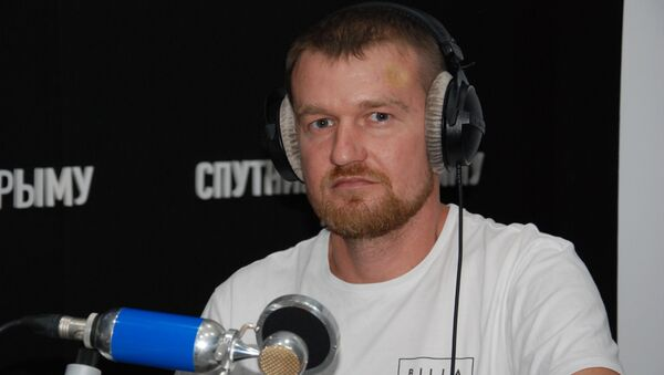 Украинский блогер и путешественник Виктор Петровский в студии радио Спутник в Крыму